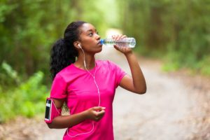 4 Benefits of Drinking A Gallon Of Water Everyday